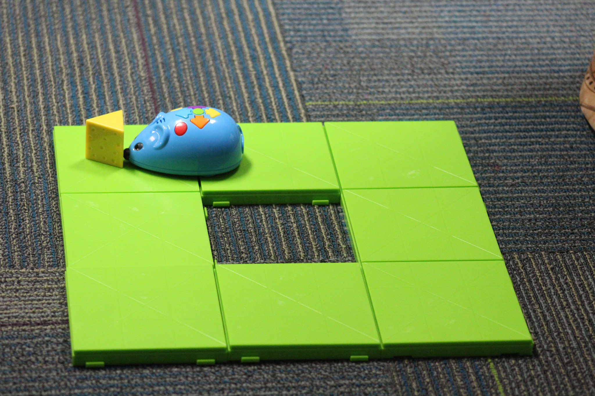Playing with the Robot Mouse kit by The Learning Company
